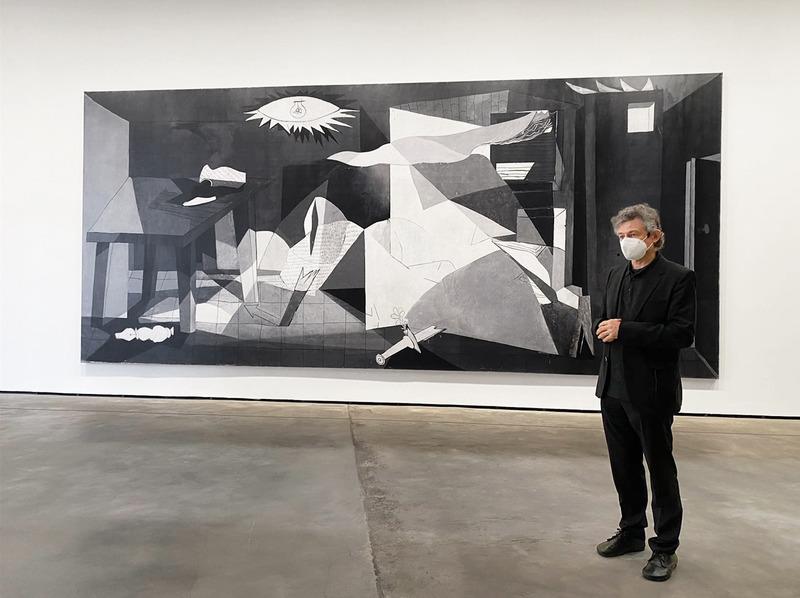 Ballester junto a su obra: En torno al Guernica